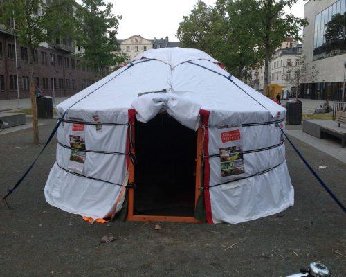 2016 Ger auf dem Platz der Deutschen Einheit
